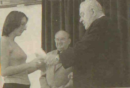 """<a href=""""/node/14"""">Sádt Ede és Zeke Gyula az egyik díjazottal (Blikk, 2002)</a>"""