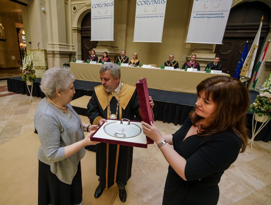 """<a href=""""/node/152"""">Ösztöndíj program 25 éve - ünnepélyes díjátadás</a>"""
